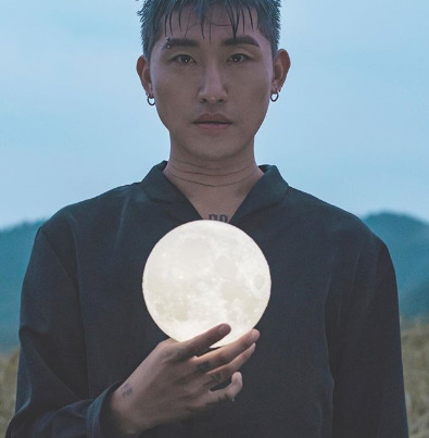 ▲ MoonMoon, the artist who wrote the song 'Contrail'