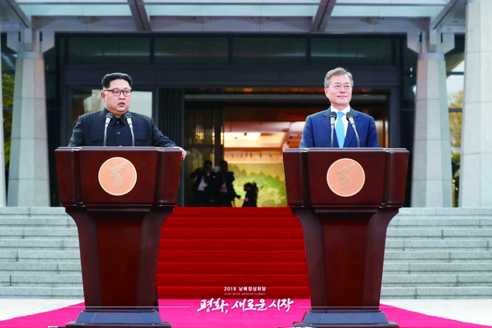 ▲Two Heads of Korea Giving Panmunjom Declaration / KoreaNet