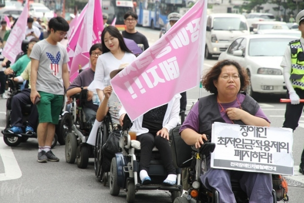 ▲Disabled workers protesting for abolition of subminimum wage