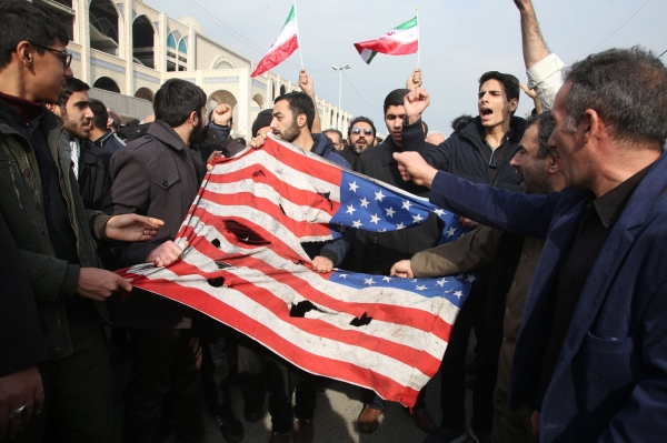 ▲Iranians tearing up the U.S. flag after the assassination of Qasem Soleimani. / Atta Kenere, AFP