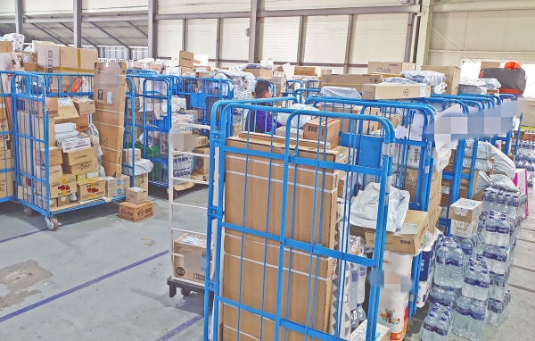 ▲Parcels piled up in a warehouse terminal in Cheongju / The Joong-Bu Maeil